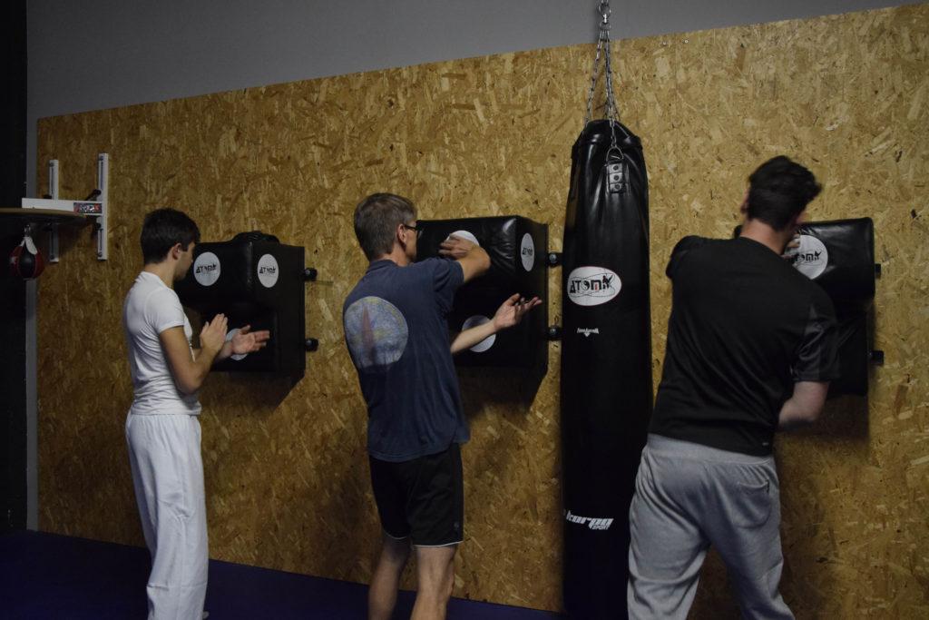 Fotografie di allievi che praticano allenamenti WingTsun