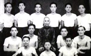 Fitigrafia di Yip Man con i suoi allievi